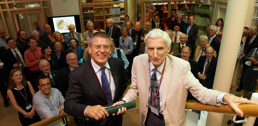 Howard Covington presents Honorary Fellowship to Lord Martin Rees